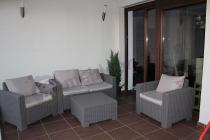 Zestaw ogrodowy rattan efekt sofa, dwa fotele i stolik