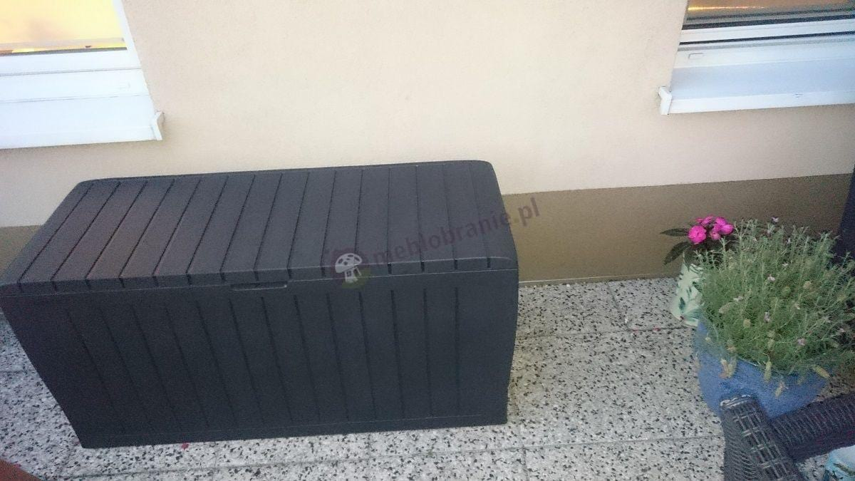Skrzynia ogrodowa Marvel Box używana na tarasie