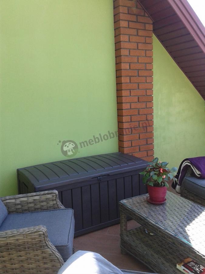 Skrzynia ogrodowa na poduszki z technorattanowych mebli