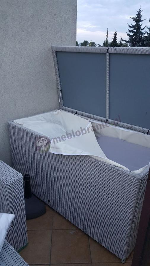 Skrzynie z technorattanu na poduszki z półokrągłej plecionki