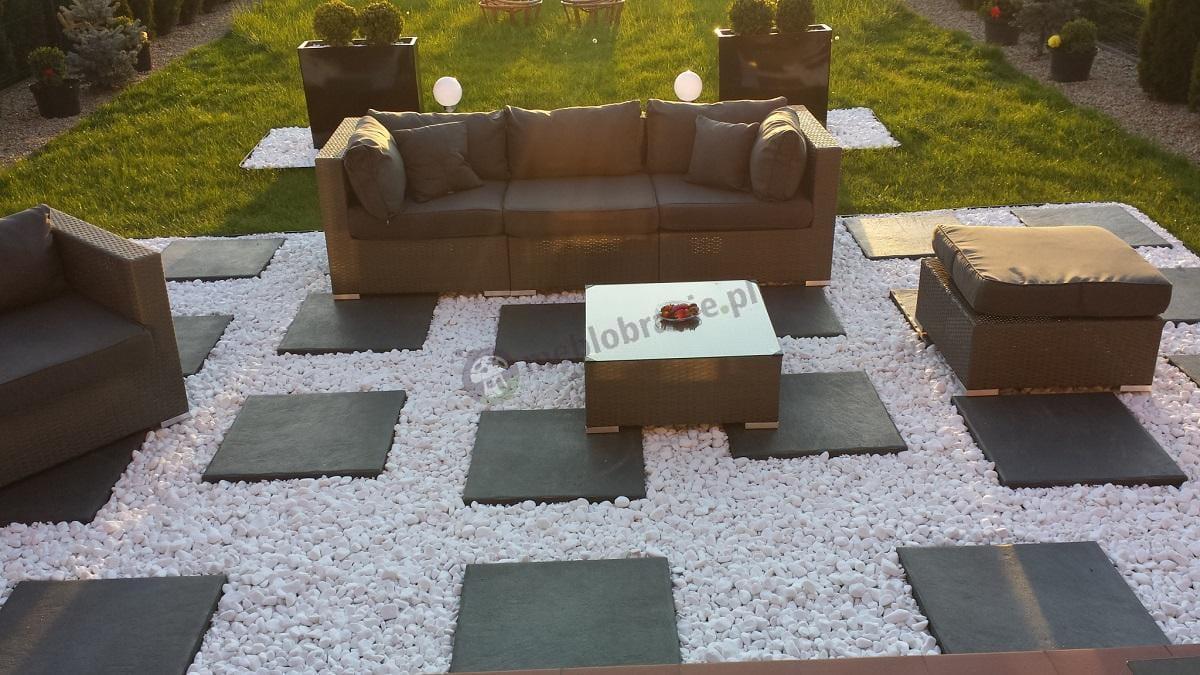 Sofa z technorattanu płaska szara plecionka Nilamito