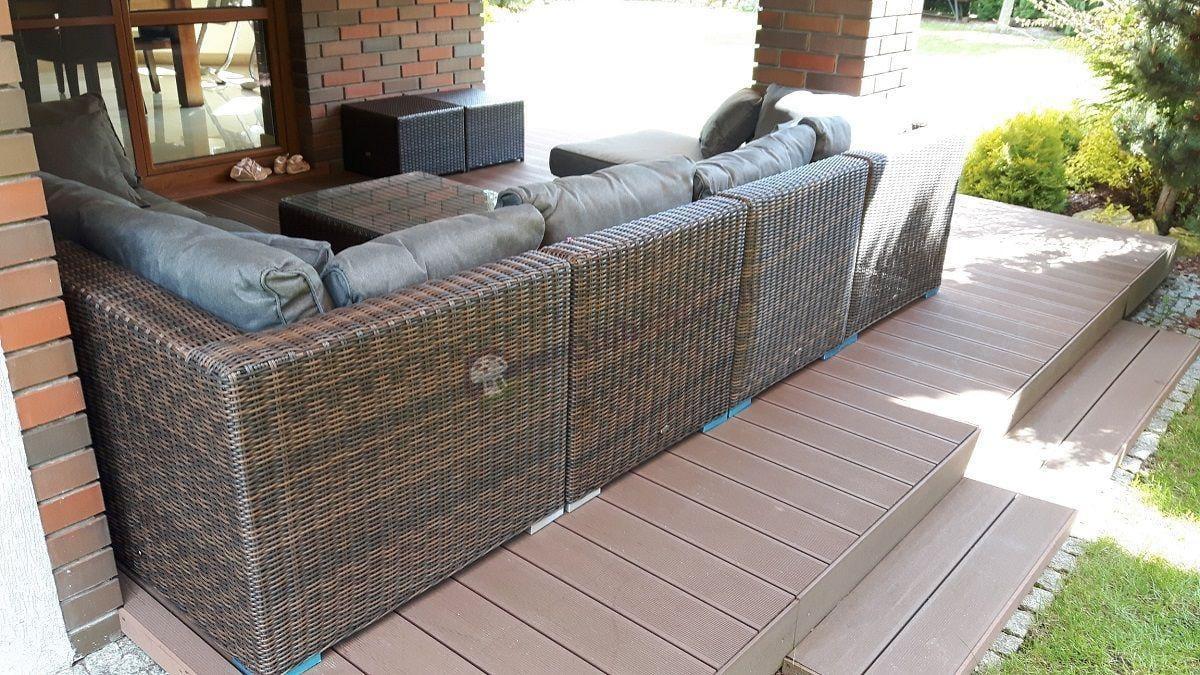 Sofa z technorattanu wykończona półokrągłą plecionką