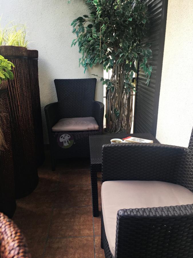 Solidne meble na balkon w niskiej cenie z poduszkami na siedziska Keter