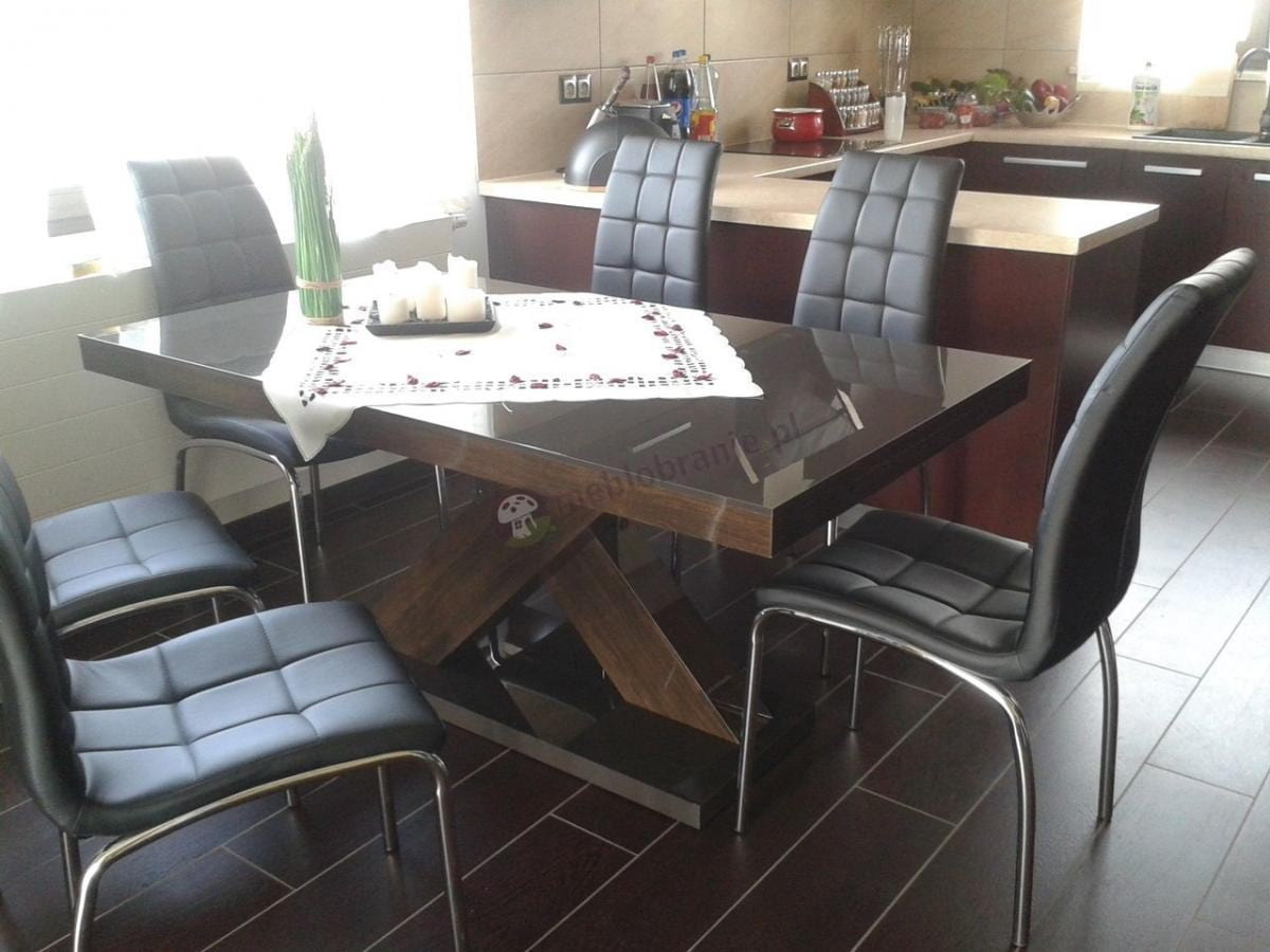 Stół do jadalni rozkładany w eleganckiej aranżacji