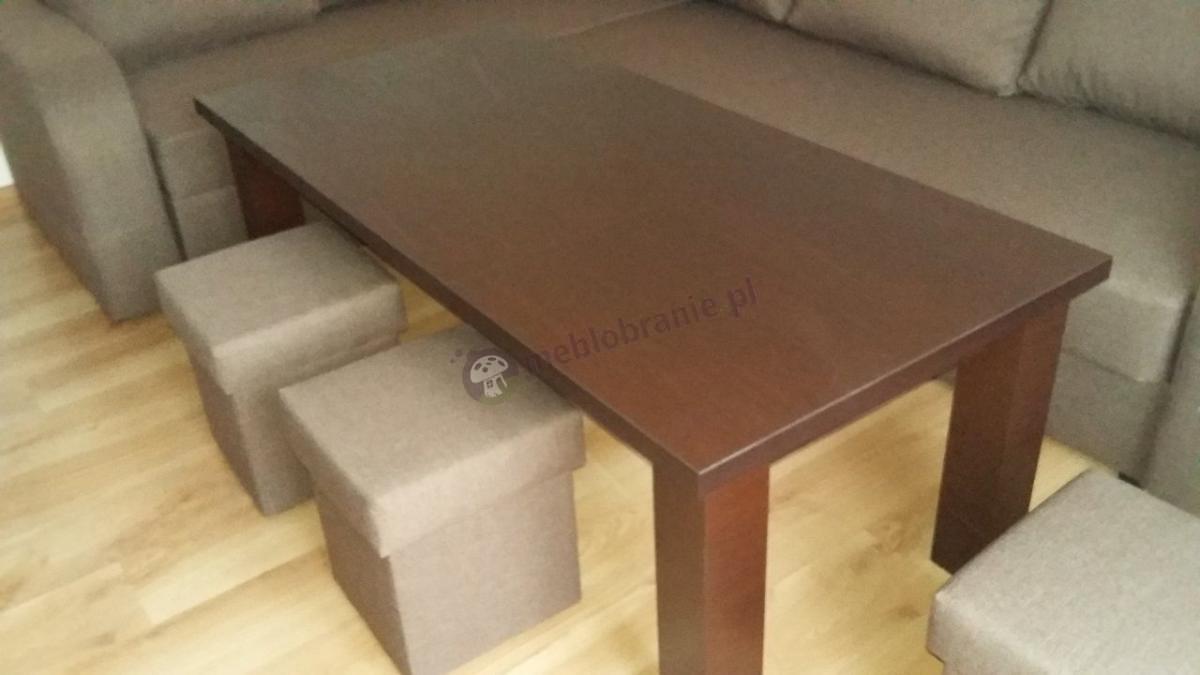 Stół drewniany rozsuwany wenge amari w przytulnym salonie