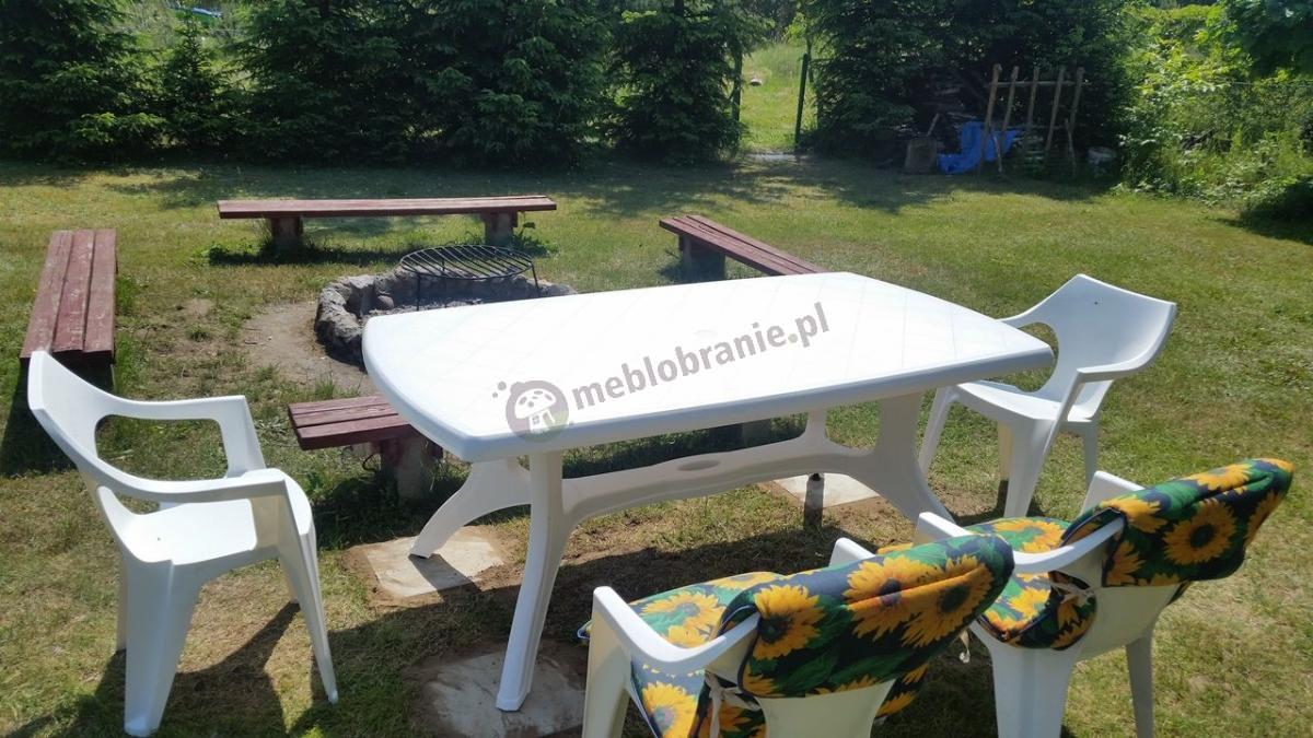 Stół i krzesła ogrodowe dla 4 osób plastikowe białe