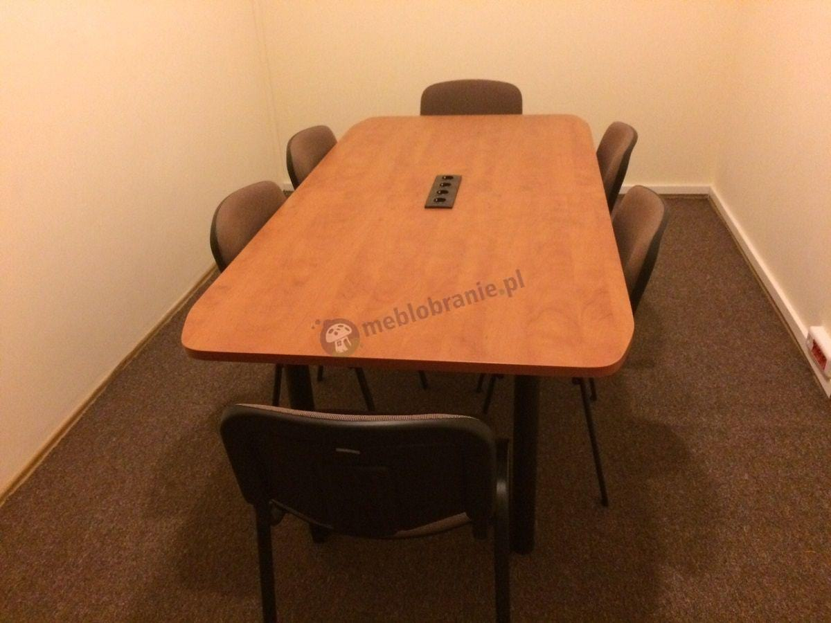 Stół konferencyjny z blatem w odcieniu grusza i czarnym stelażem