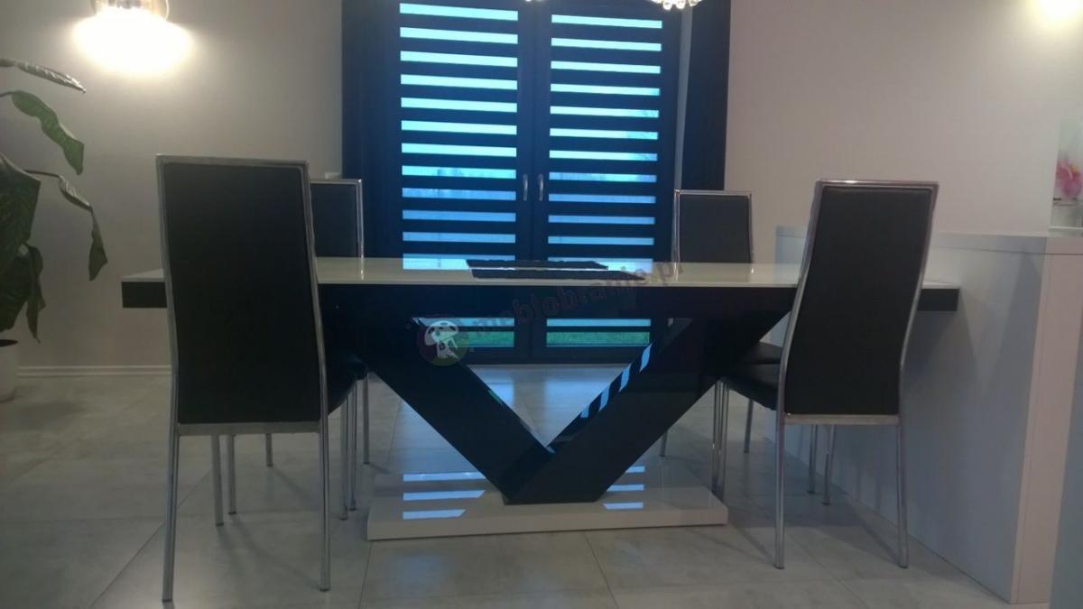 Stół Victoria w wysokim połysku wykonany z płyty w wykończeniu HIGH GLOSS
