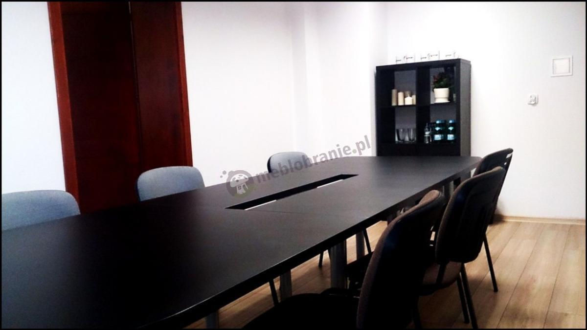 Stół z konferencyjnymi z krzesłami ISO