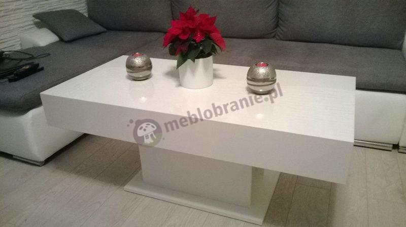 Stolik kawowy glamour w uroczym biało-szarym salonie