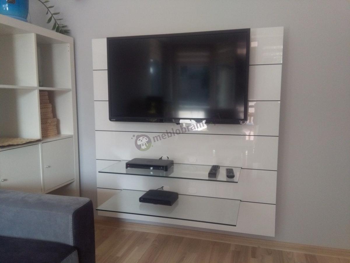 Stolik RTV biały Panorama 2 w jasnym salonie