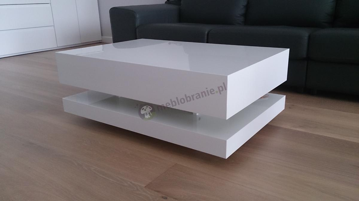 Stolik z ostrymi krawędziami Tora biały połysk na drewnianych panelach