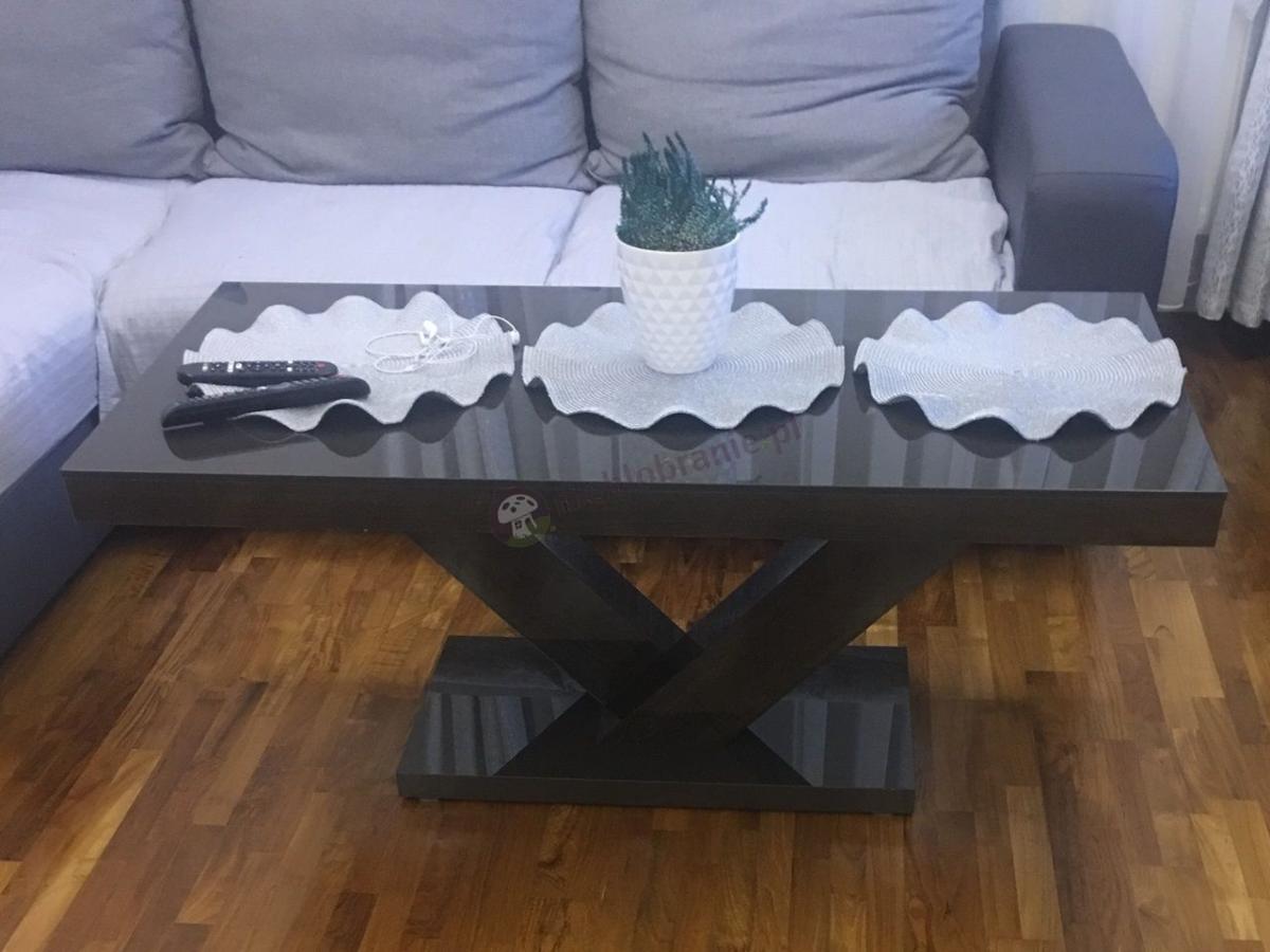 Stoliki ławy do salonu nowoczesne w odcieniach brązu