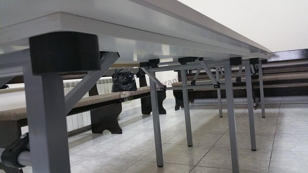 Stoły bankietowe składane - widok na mechanizm składania stołów