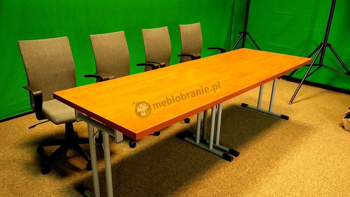 Stoły konferencyjne w odcieniu grusza z krzesłami obrotowymi