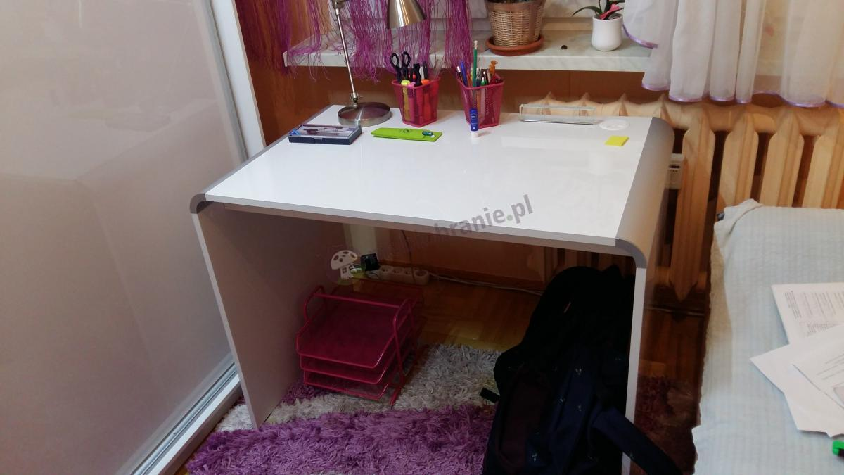 Stylowe biurko domowe Murano biały połysk z różowymi dodatkami