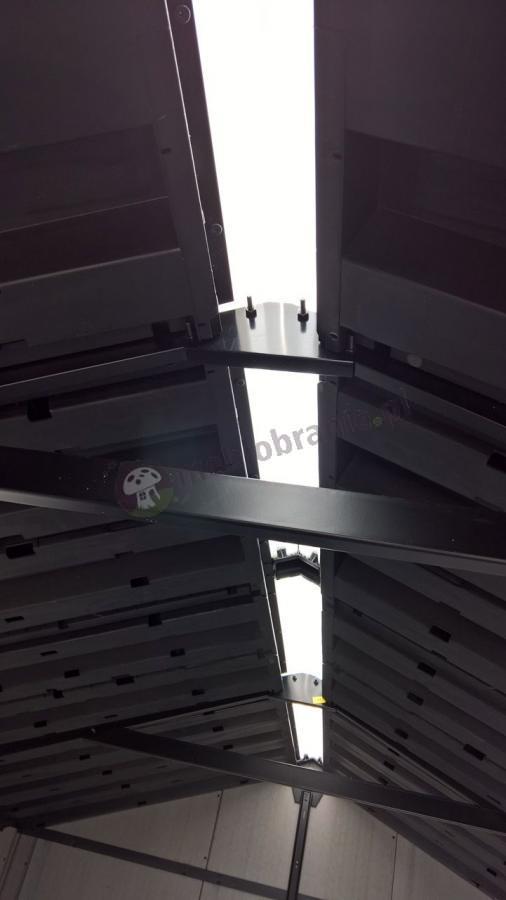 Świetlik w dachu zapewniający dodatkowe doświetlenie wnętrza