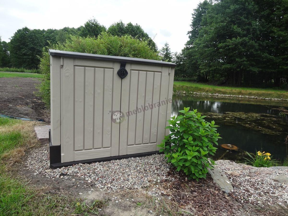 Szafa ogrodowa wykorzystywana jako pomieszczenie pompy