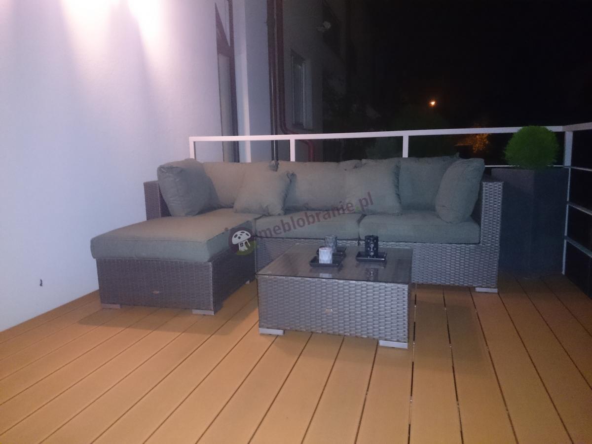 Szary zestaw technorattanowy Nilamito ze stolikiem na przestronnym balkonie