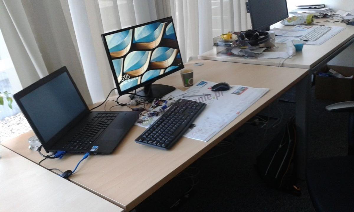 Szerokie biurko do biura MBr C-3 138 cm