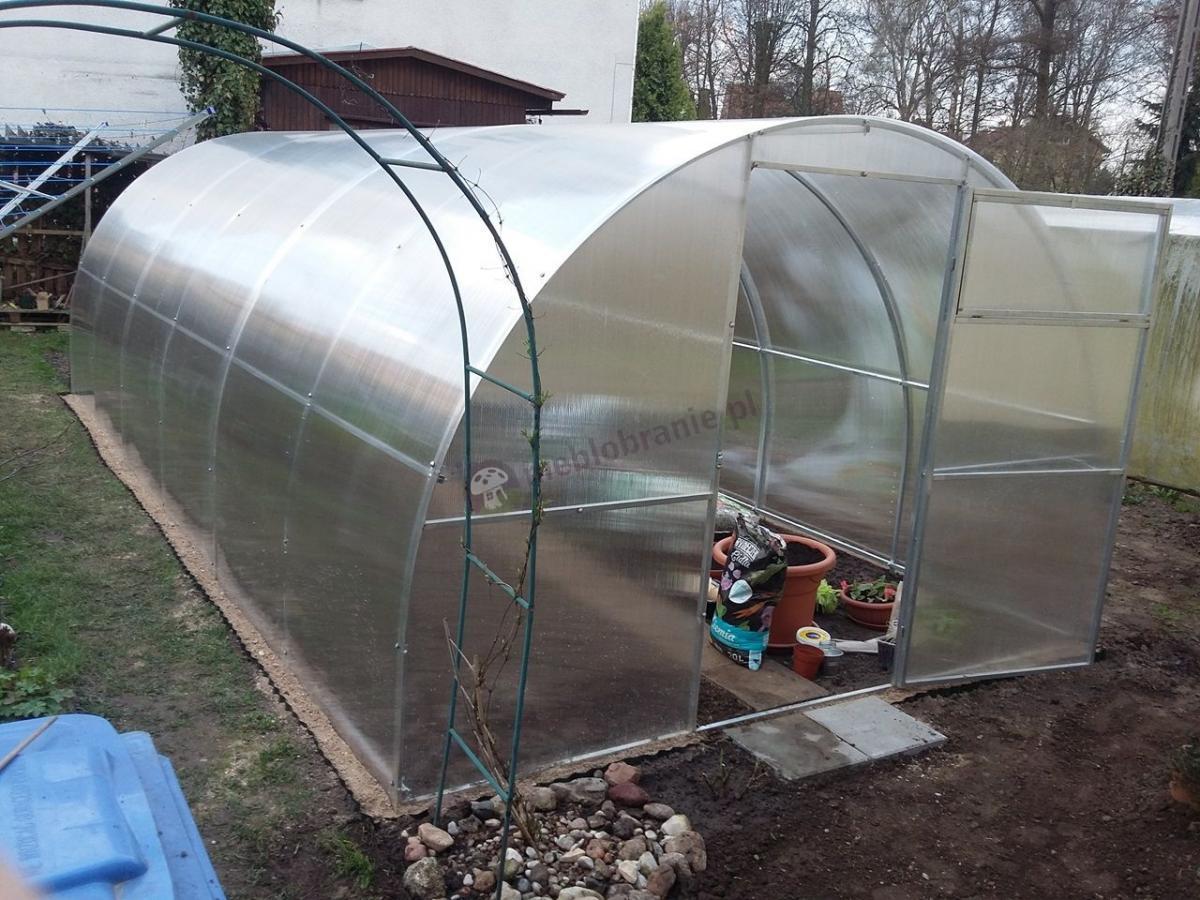 Szklarnia ogrodowa poliwęglan do hodowli warzyw i owoców