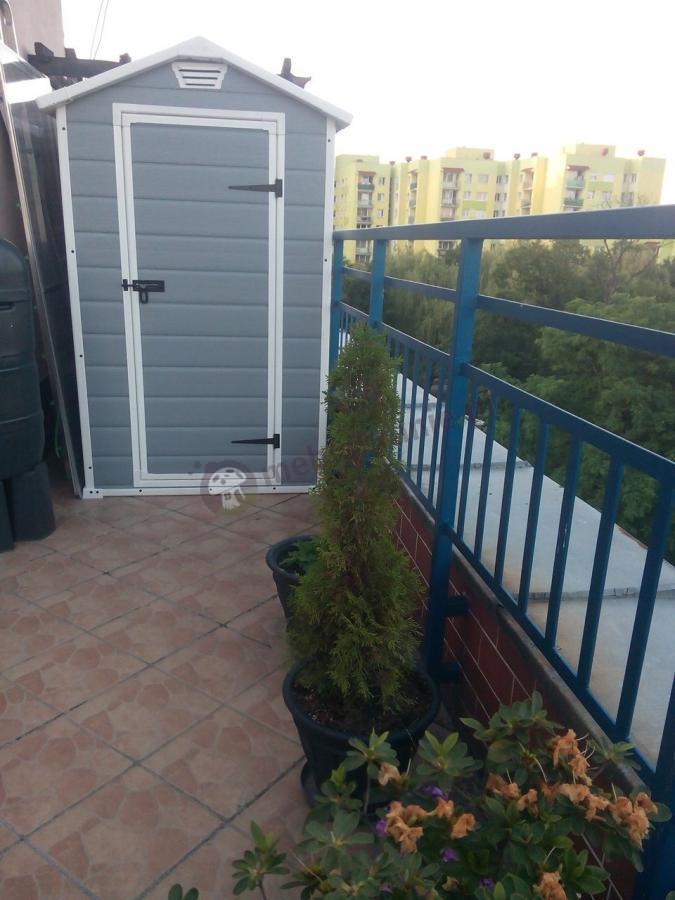 Tani domek narzędziowy z tworzywa na balkon Keter Manor 4x3