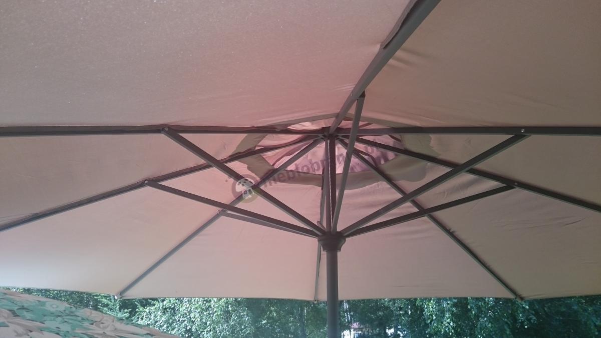 Tani parasol ogrodowy regulowany w jasnym odcieniu Doppler Basic Lift