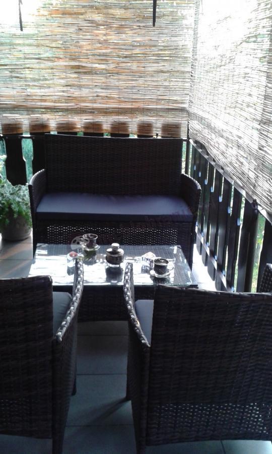 Tanie meble ogrodowe technorattan używane na balkonie