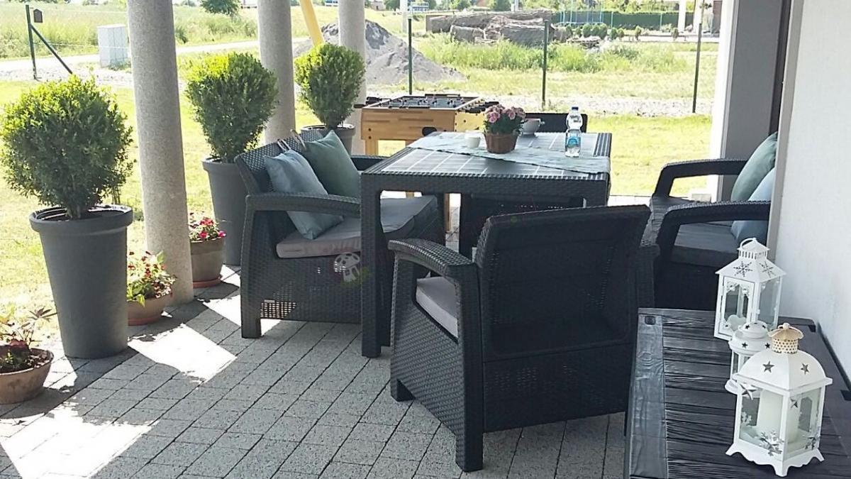 Tarasowy komplet Technorattan Style z dwoma fotelami, sofą i stołem