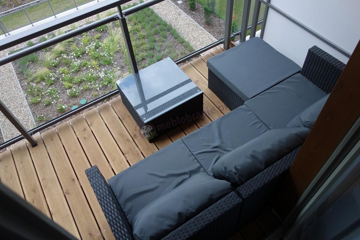 Technoratan na balkon z pięknym widokiem na ogród