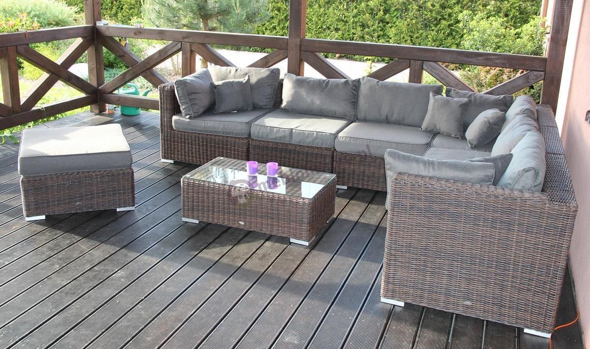Technorattan meble ogrodowe używane na zadaszonym tarasie