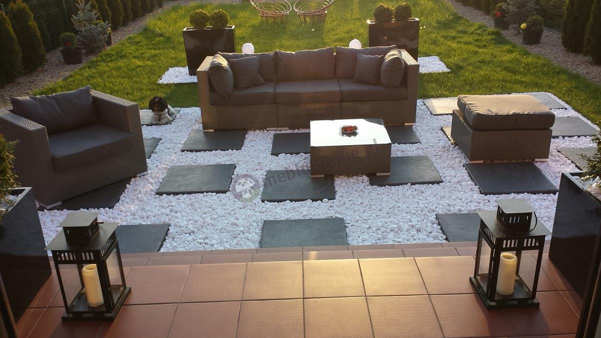 Technorattan meble ogrodowe używane w eleganckim ogrodzie