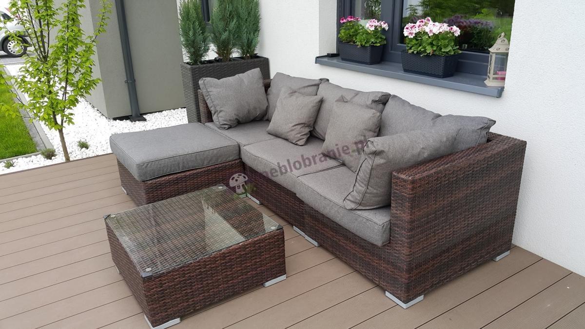 Technorattanowy zestaw ogrodowy Nilamito z szarymi poduszkami na drewnianej werandzie