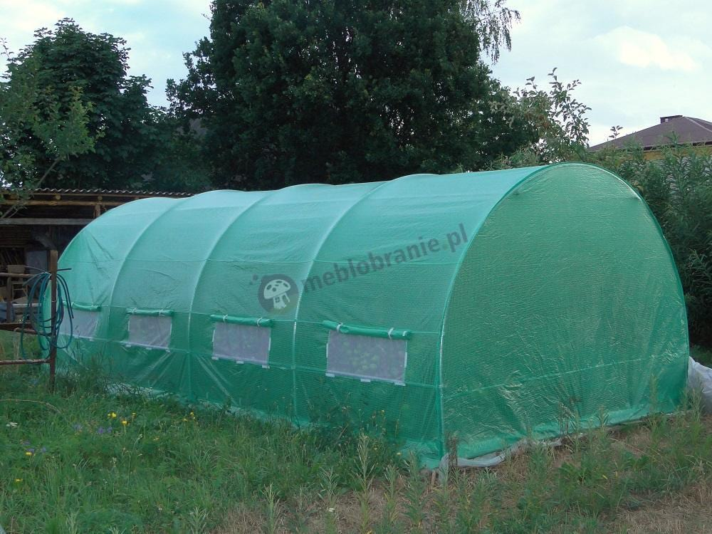Tunel foliowy używany w pobliżu domu