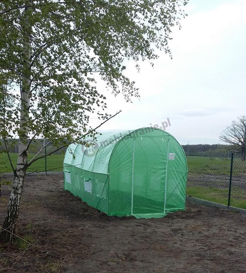 Tunel ogrodniczy foliowy używany na dużej działce