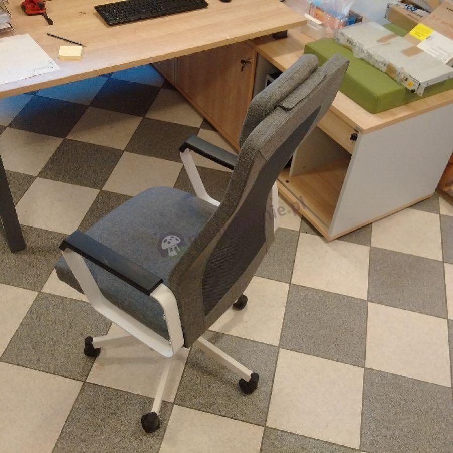 Wygodne krzesło biurowe obrotowe Fox szare