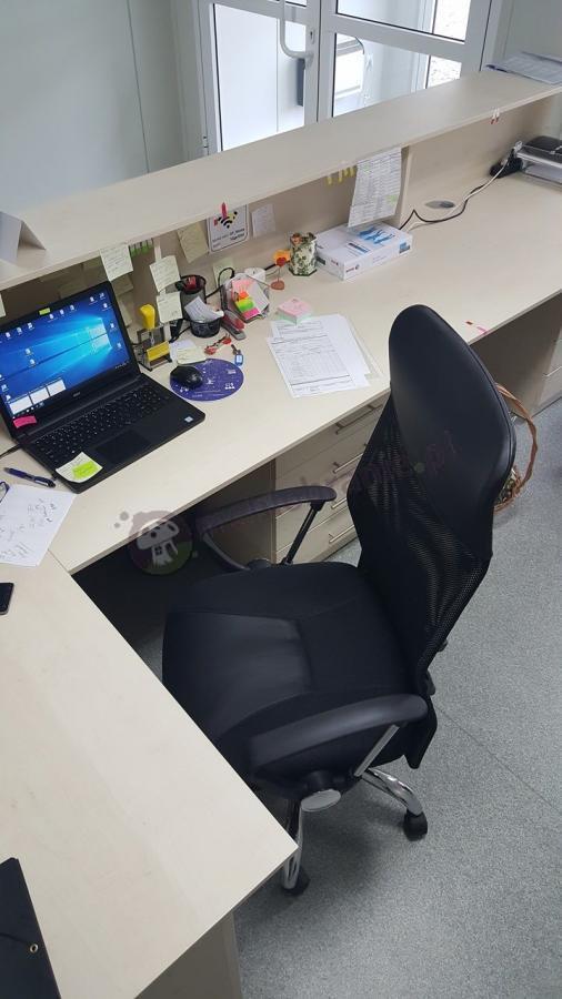 Wygodne krzesło do biura z podłokietnikami czarne
