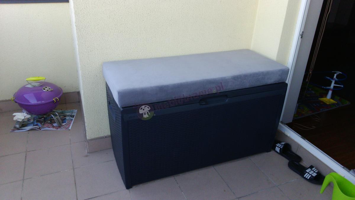 Wygodne siedzisko stworzone ze skrzyni Keter Rattan Box 265L