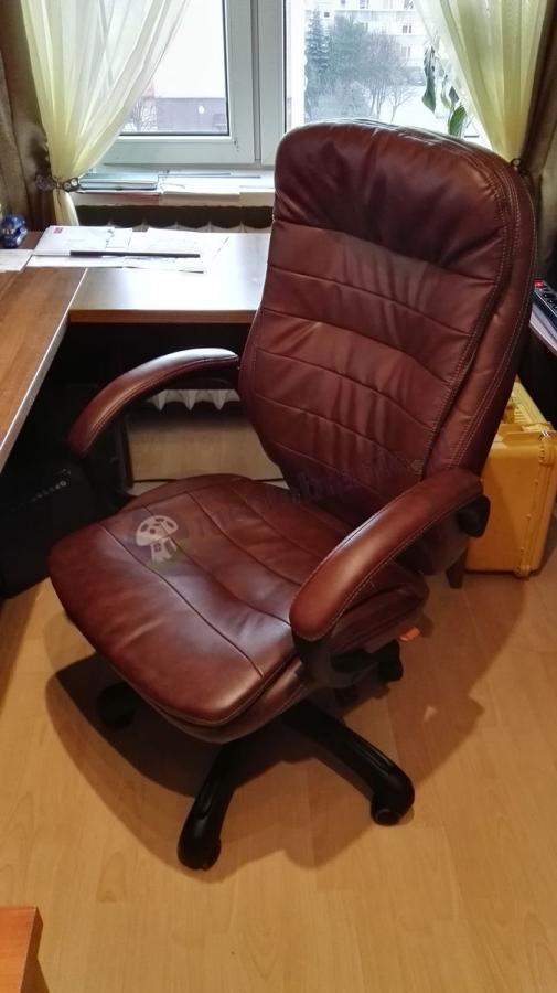 Wygodny fotel biurowy obrotowy z podłokietnikami Malibu