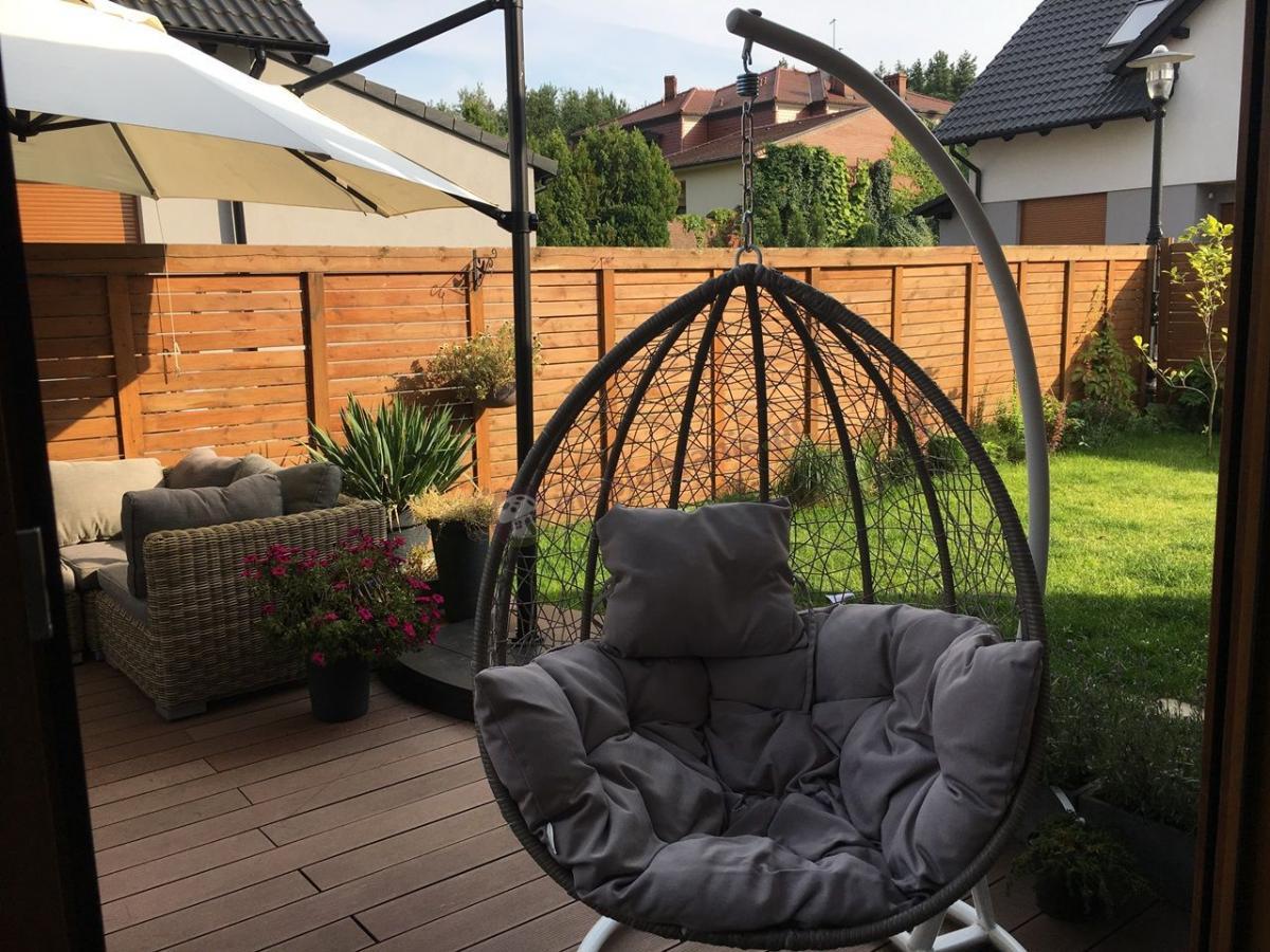 Wygodny fotel ogrodowy wiszący na łańcuchu Dondolo