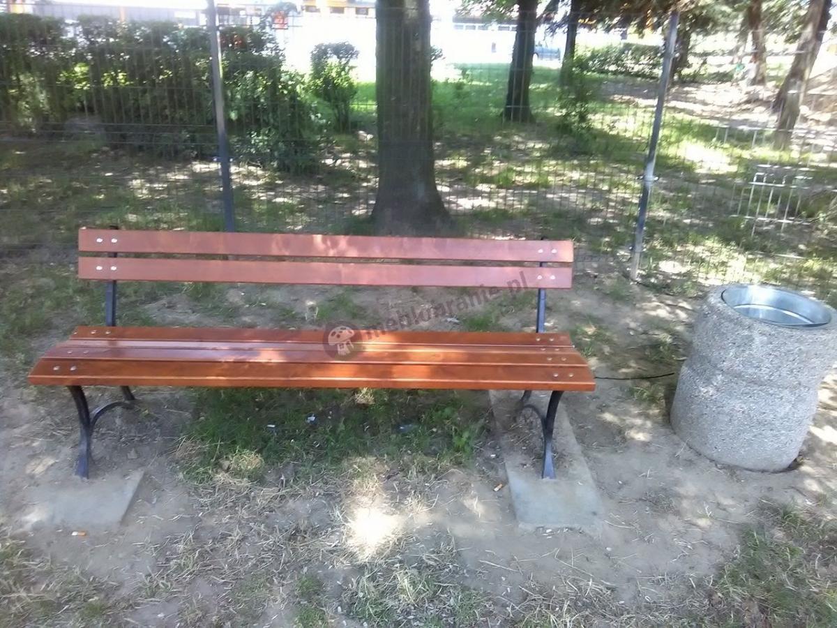 Żeliwna ławka ogrodowa drewniana 180 cm w parku