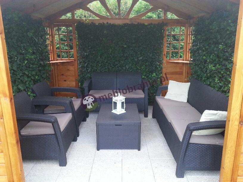 Zestaw Corfu Box Set i sofa ogrodowa Corfu Love Seat Max w drewnianej altanie