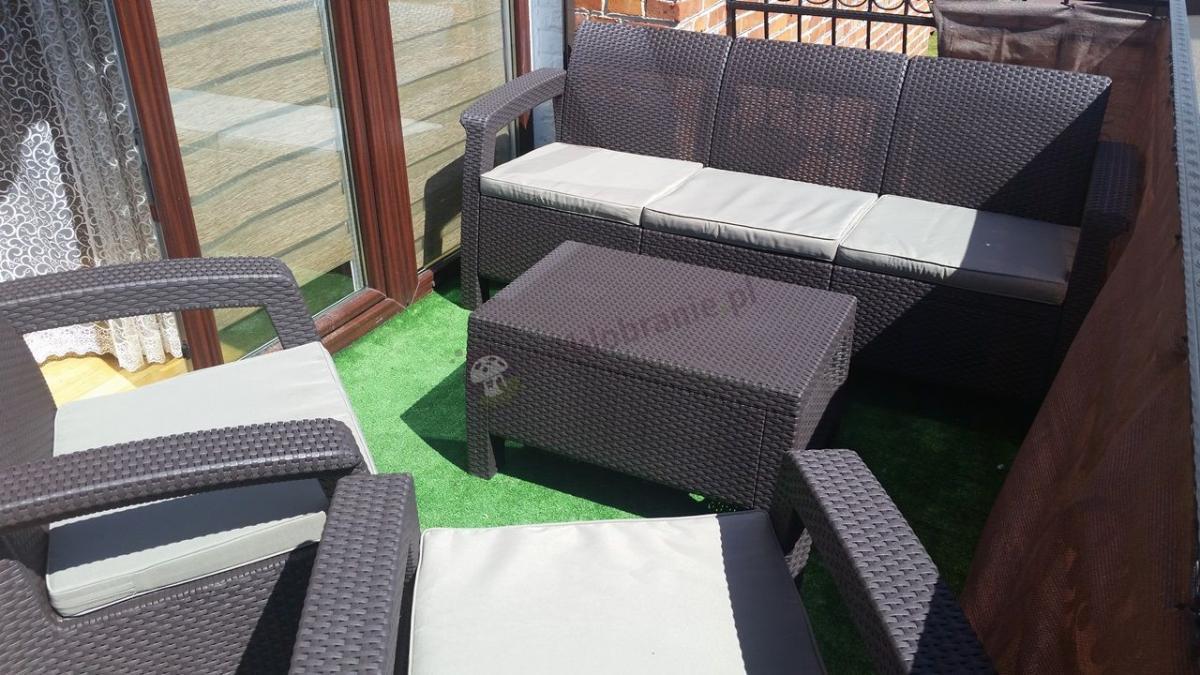 Zestaw do ogrodu ze stolikiem kawowym na balkonie