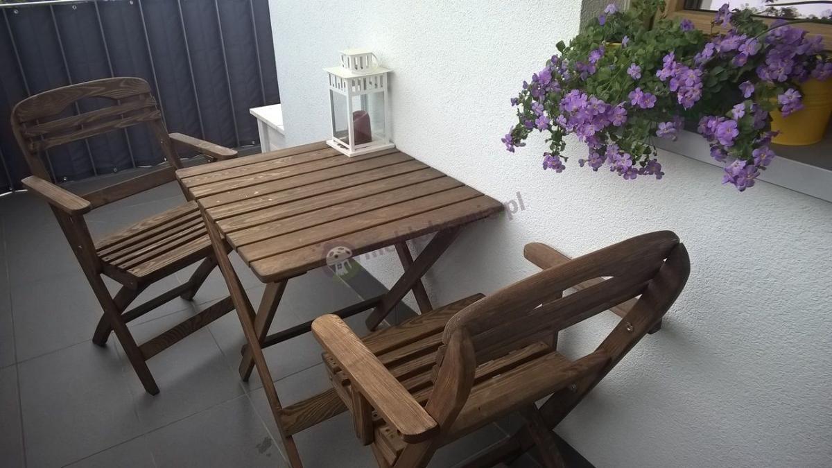 Zestaw drewniany na balkon ładny z kwadratowym stołem Warszawa Bis
