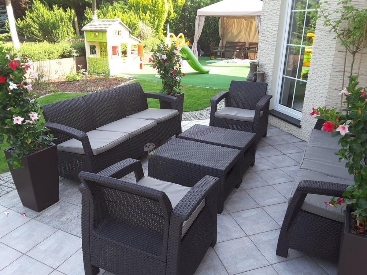 Zestaw dwóch sof trzyosobowych do ogrodu z kompletem foteli i stolikami