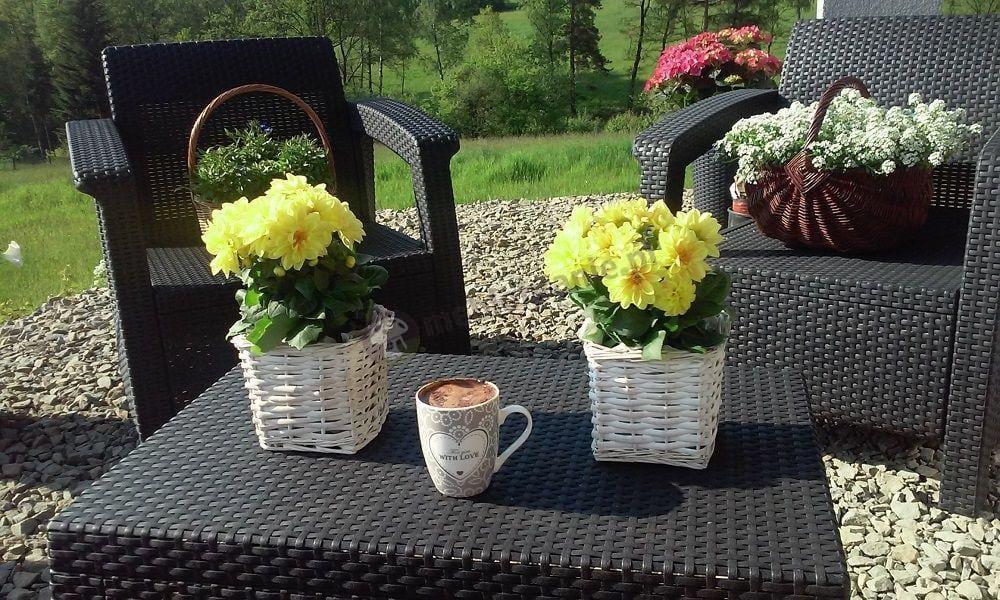 Zestaw mebli Corfu Set Max ozdobiony kwiatami