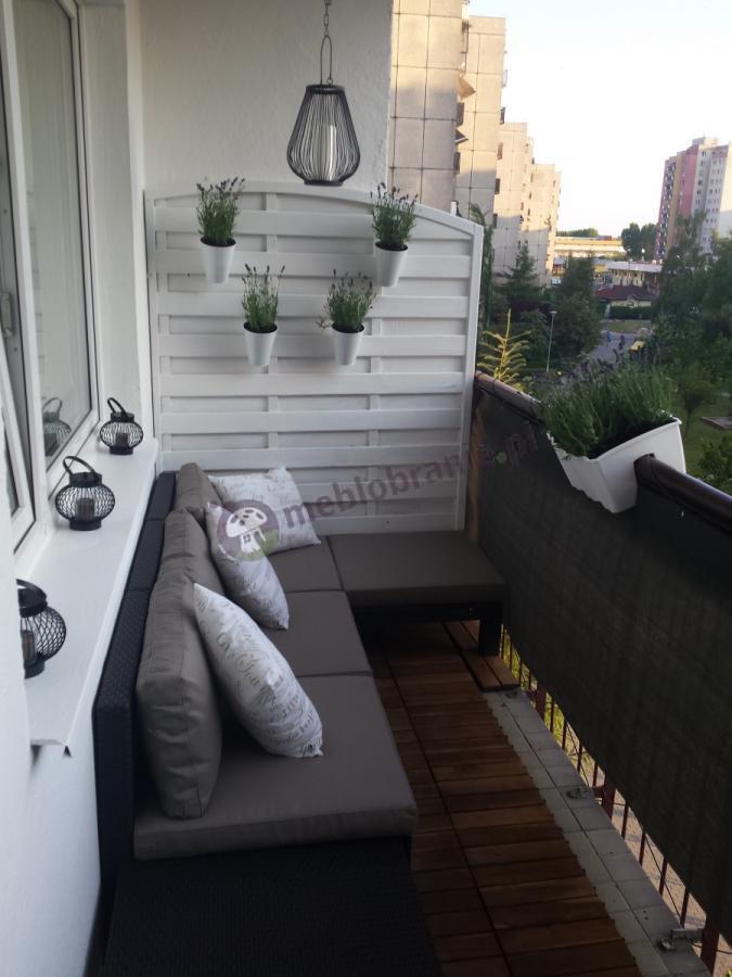Zestaw mebli ogrodowych na miejskim balkonie