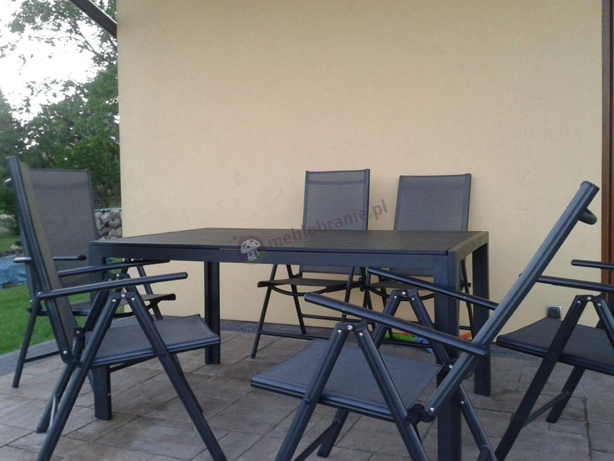 Zestaw mebli ogrodowych z aluminium na tarasie