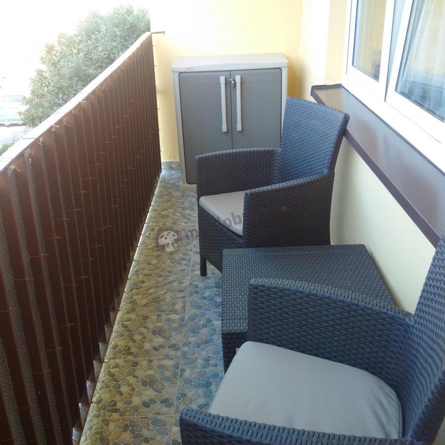 Zestaw na balkon z szafą balkonową i stolikiem kawowym Keter