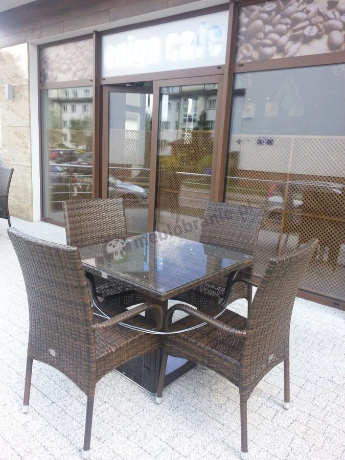 Zestaw ogrodowy technorattan używany jako stolik kawiarniany